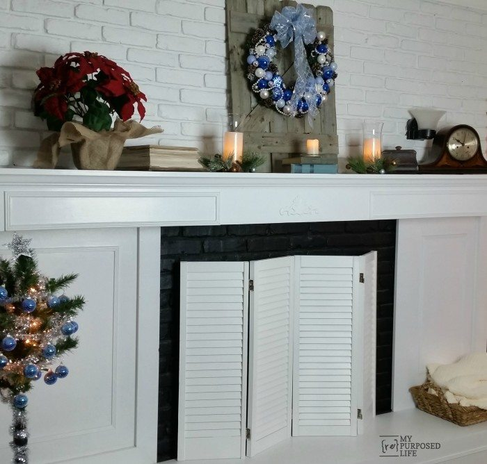 fireplace-makeover-Christmas-mantel