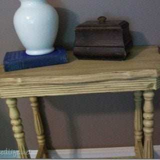 How to repair and paint small table