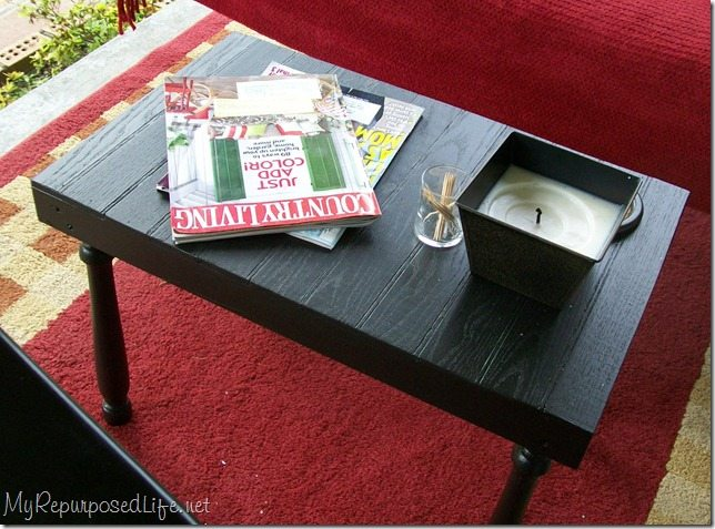 This side table made from scraps is a quick and easy project. It's perfect for beginners or someone who doesn't own a lot of tools. Great afternoon project. #MyRepurposedLife #outdoor #side #table #easy #diy #project via @repurposedlife