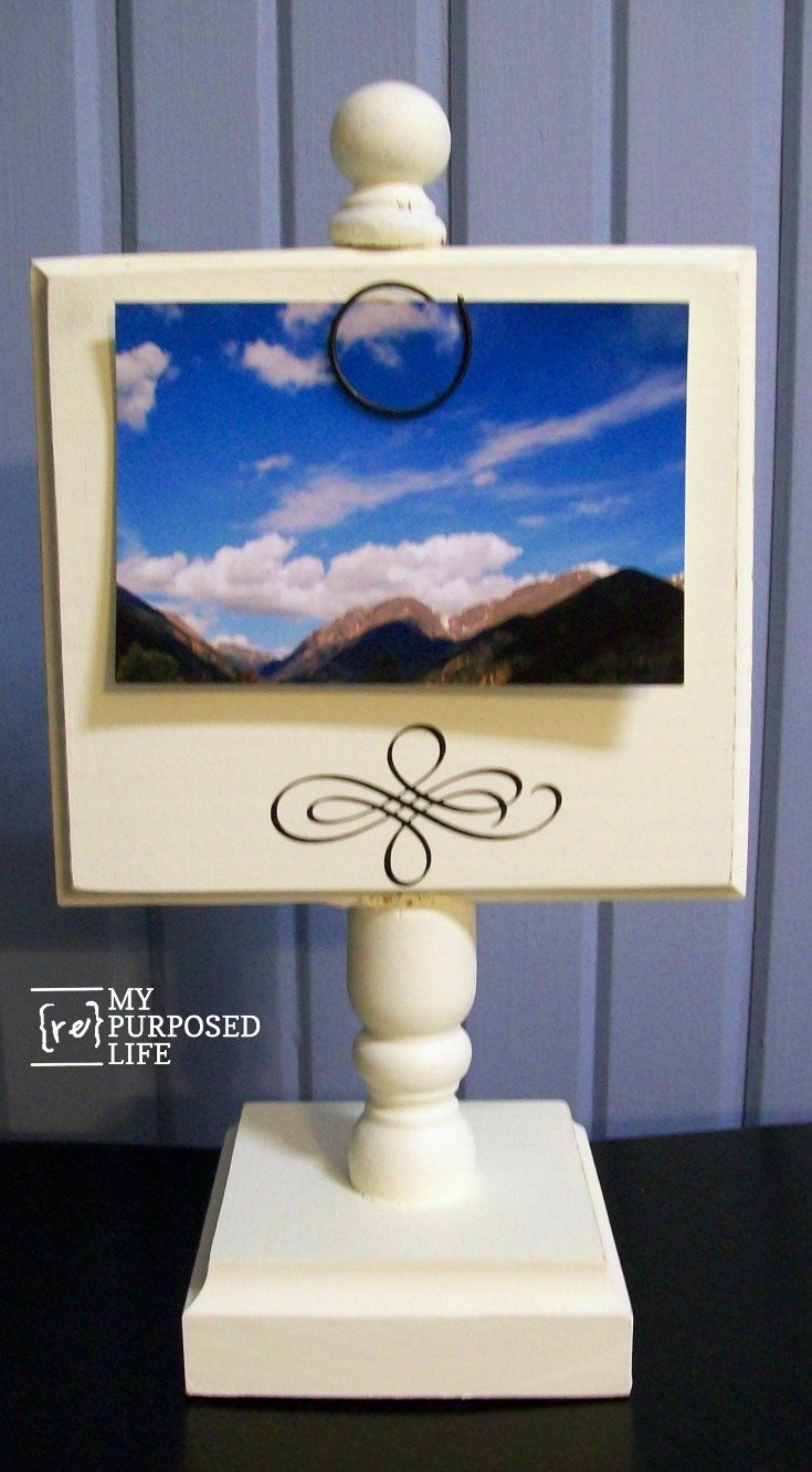 how to make a photo display stand using bits and pieces of old chairs and spindles, and scrap lumber. Easy weekend project. #MyRepurposedLife #repurposed #spindle #pedestal #photo #display via @repurposedlife