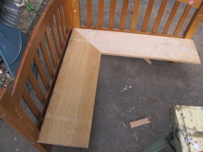 making a corner bench out of an old bench