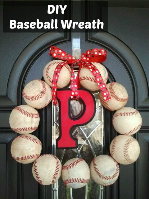 DIY-Baseball-Wreath