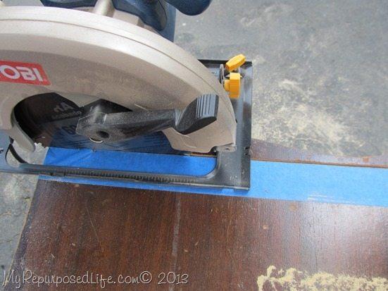 cut-bottom-with-circular-saw