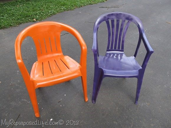 give new life to white lawn chairs with spray paint