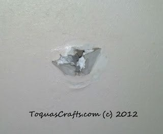 Guest Post {How to Patch a Hole in Drywall} Toqua's Crafts