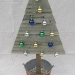 wooden-Christmas-tree-ornaments.jpg