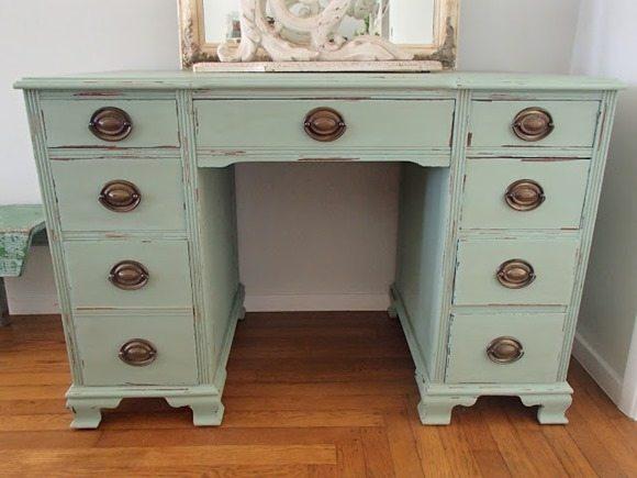 pretty-cottage-green-desk