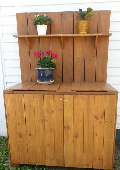 How to make a diy potting table bench using old fence boards and other random bits and pieces. Doing it yourself means you can make it your own. #MyRepurposedLife #diy #pottingtable #garden #reclaimedwood via @repurposedlife