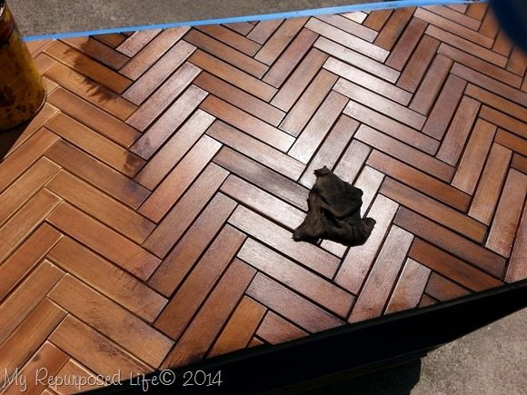 staining-wooden-chevron-herringbone-table-top