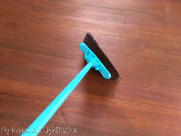 sweep-the-hardwood-floor