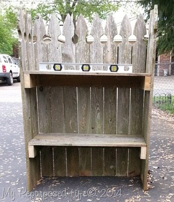 crooked-picket-fence-shelf