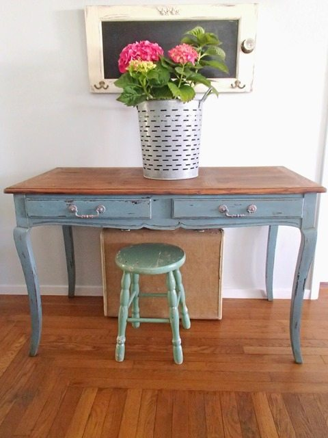 pretty-blue-distressed-desk