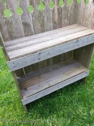 rustic-garden-picket-fence-shelf