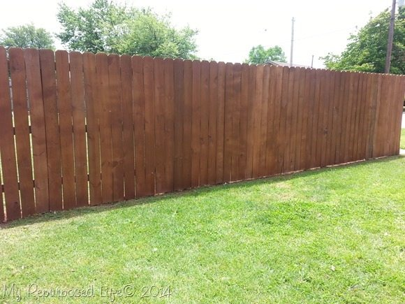 painting-fence-sprayer-waterSeal