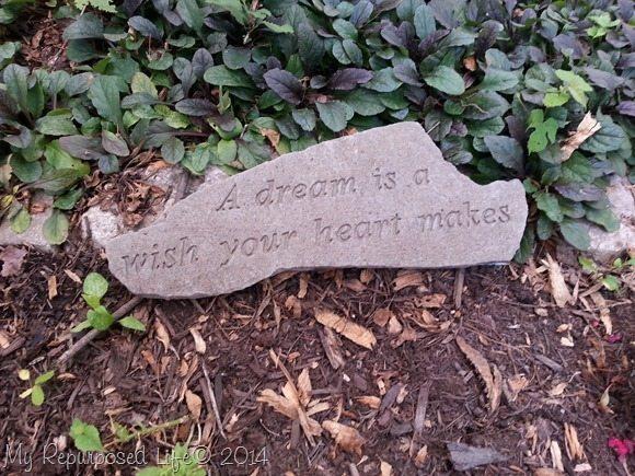 waterproof-garden-stone