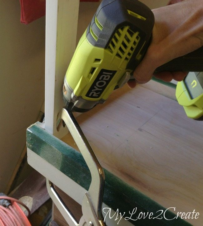 Using a right angle clamp to attach pocket holes