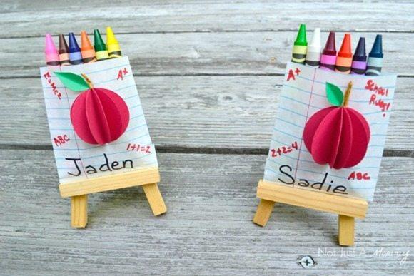 back-to-school-crayon-favor-bags-