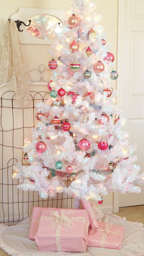 diy tree skirt using a vintage sheet my repurposed life - Pink Christmas Tree Skirt