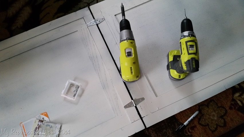 chalkboard-easel-hinges