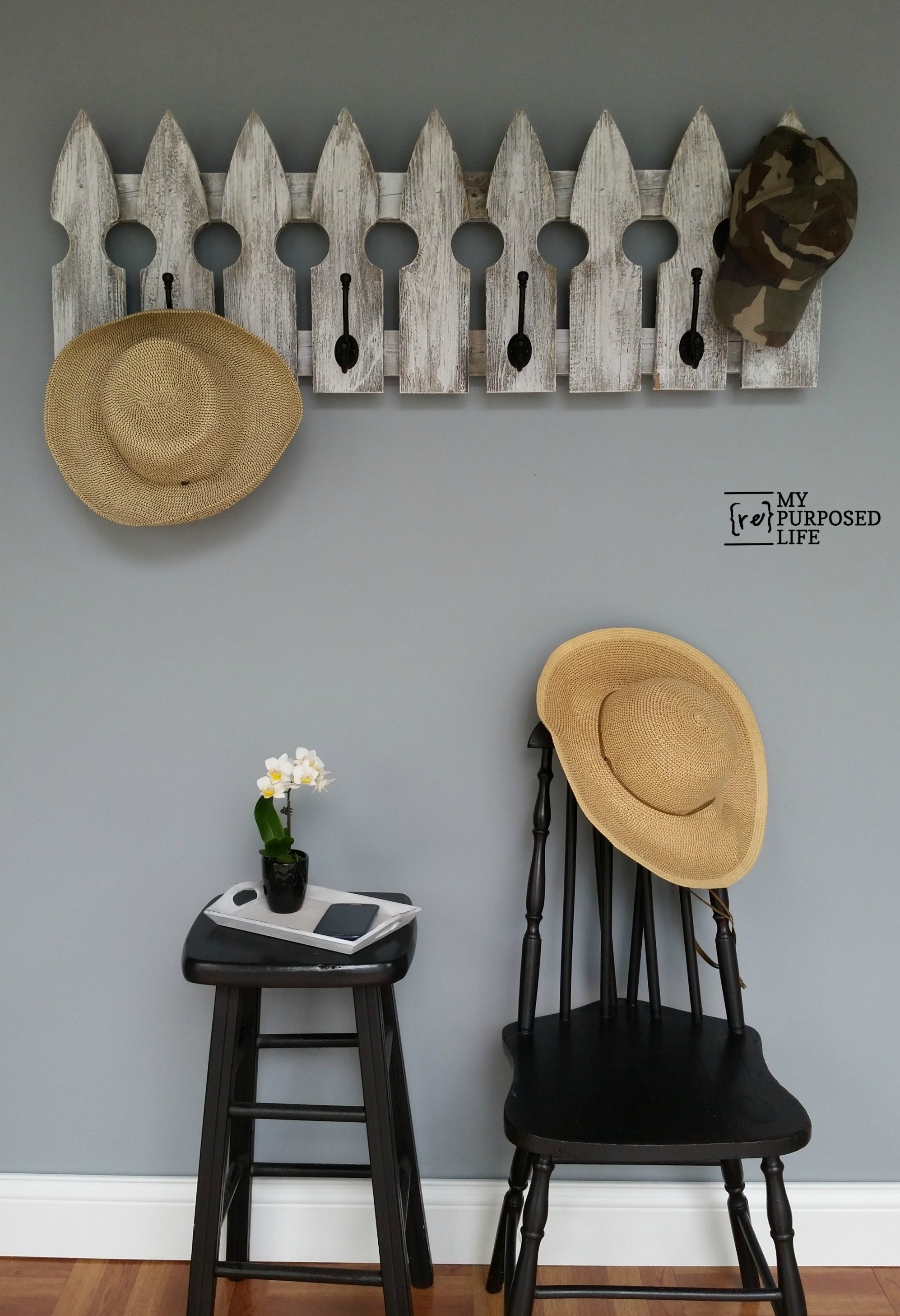 How to make this quick and easy picket fence coat rack project. The white wash is the icing on the cake to make this a perfect project for your home. #MyRepurposedLife #easy #quick #diy #project #coatrack #reclaimed #picket #fence via @repurposedlife