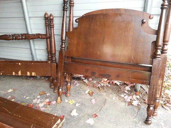 vintage twin bedsjpg - Antique Twin Bed Frame