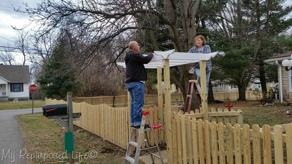 installing-pergola-teamwork-