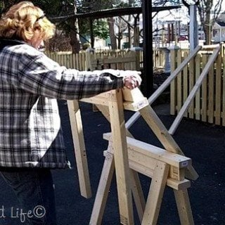 Easy 2×4 Sawhorse Plans