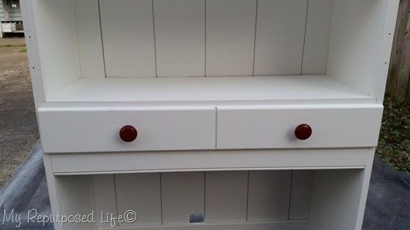 red knobs white hutch