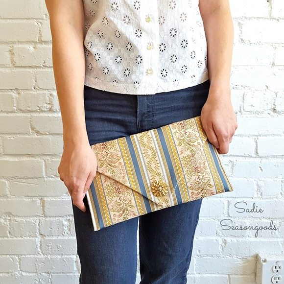 easy clutch from table runner
