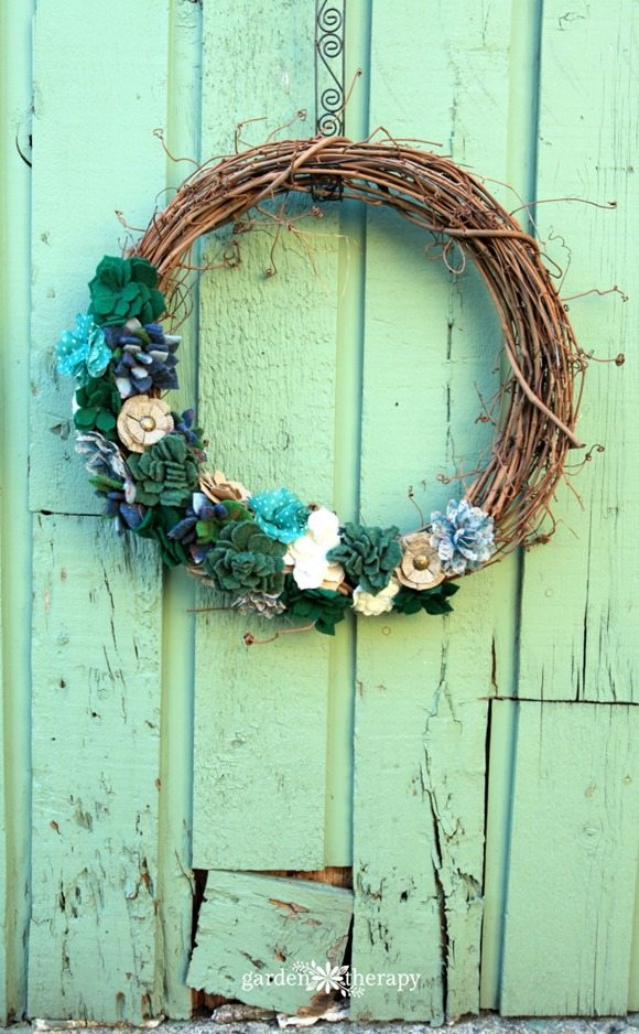 Felt Succulent Wreath featured at Talk of the Town - www.knickoftime.net