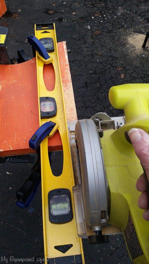 cut straight line with circular saw