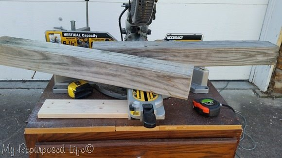 cut wood to size with saw