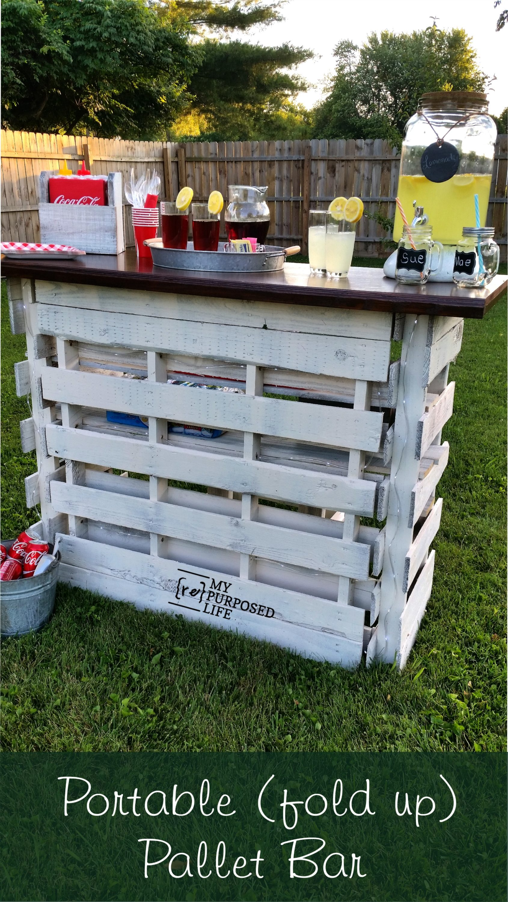 DIY Pallet Bar is great for weddings,tailgating, parties and more.
