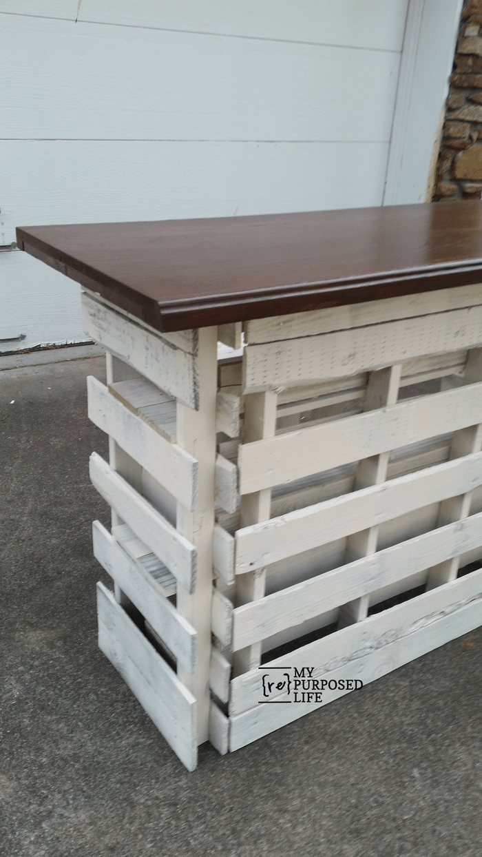 Portable folding diy pallet bar great for weddings for Movable pallets