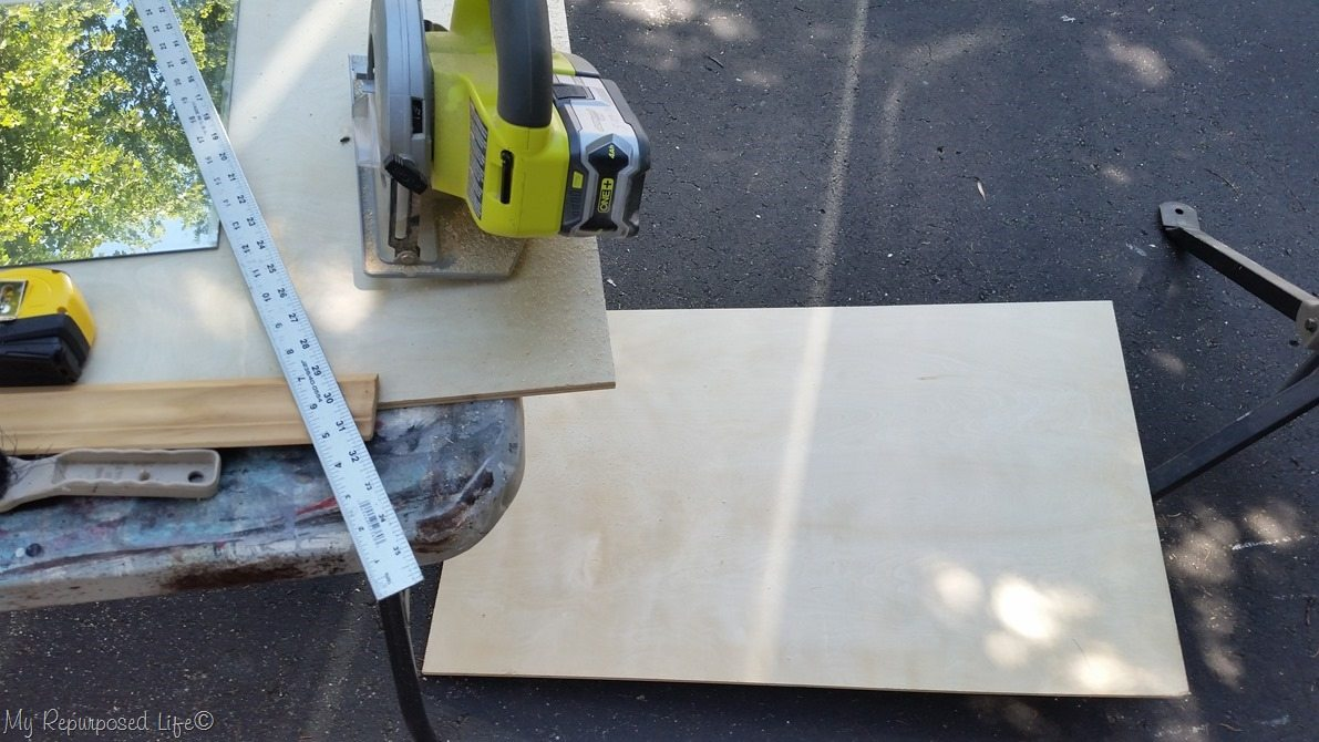 cut plywood to size with circular saw