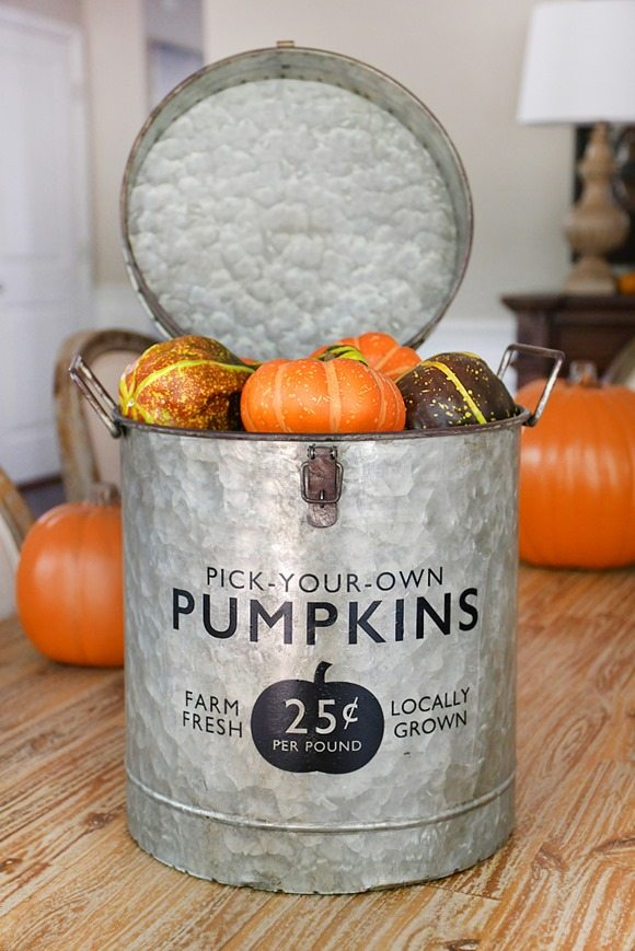Fall-DIY-pumpkin-bucket