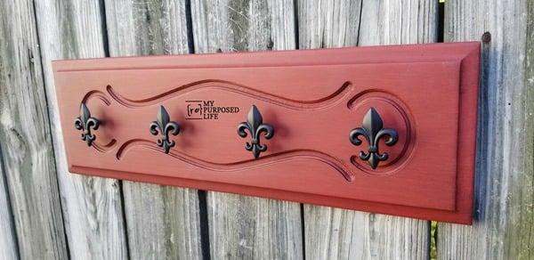 easy coat rack with fleur de lis hooks MyRepurposedLife