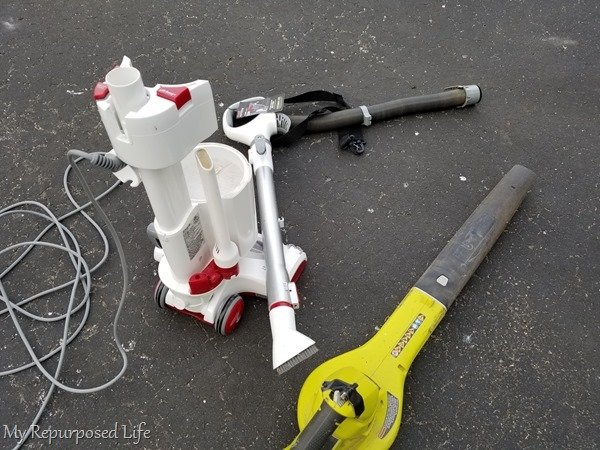 clean vaccuum with leaf blower