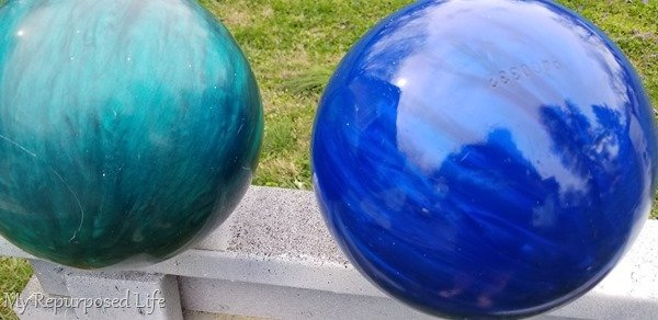 gazing ball with and without spray sealer