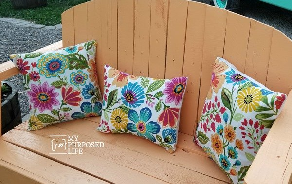 pretty pallet bench with floral pillows MyRepurposedLife
