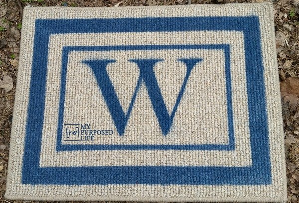 pretty diy spray painted monogrammed welcome mat or rug