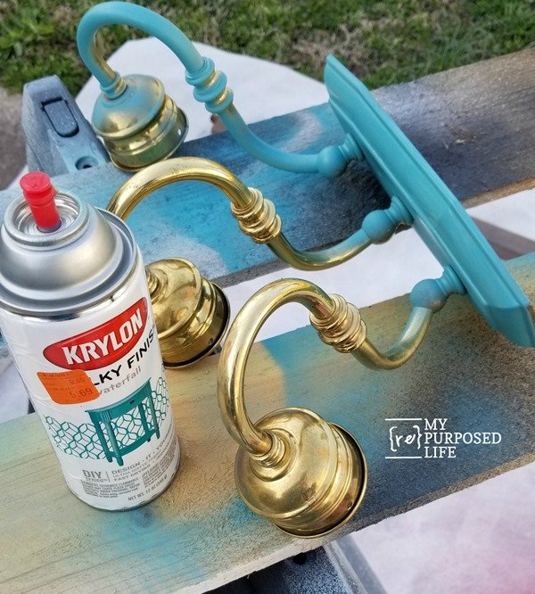 spray paint brass vanity light MyRepurposedLife