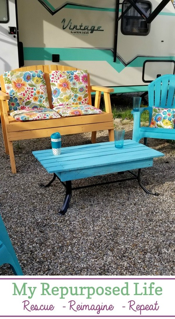 How to use a repurposed fire pit frame to make an outdoor coffee table for your porch, patio or backyard. The table can also be used as a foot rest. It's also a great place for drinks, phones, etc. The top removes easily for storage during winter months. #MyRepurposedLife #outdoor #coffeetable #pallet #repurposed via @repurposedlife