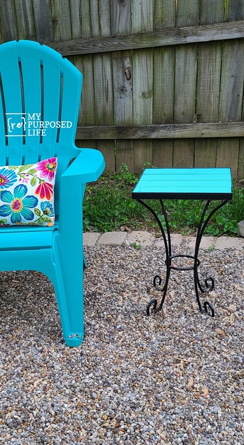 Pallet Top Side Tables for Outdoors is a complete tutorial on how to repurpose a metal side table by adding a new pallet table top. Do It Yourself! #MyRepurposedLife #repurposed #pallet #tables #outdoors #DIY via @repurposedlife