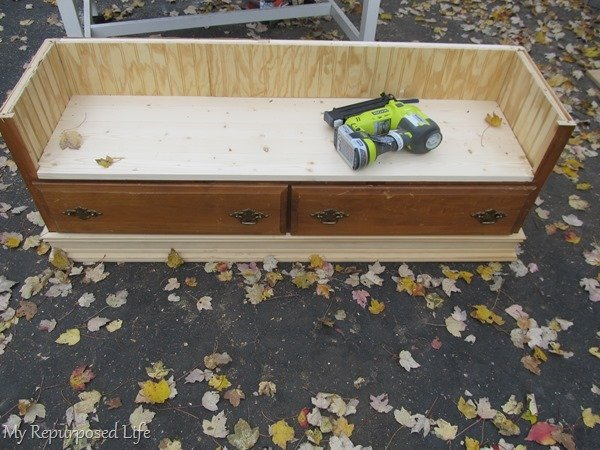 how to make a repurposed dresser bench