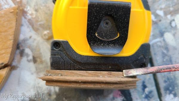 scrape dirt off tongue on flooring