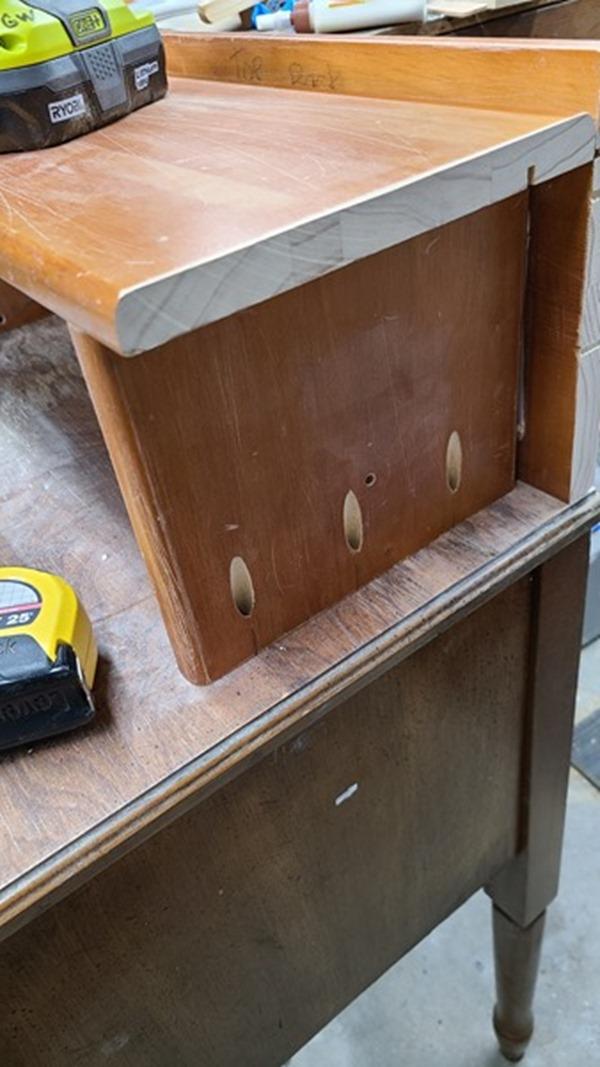pocket holes to attach shelf