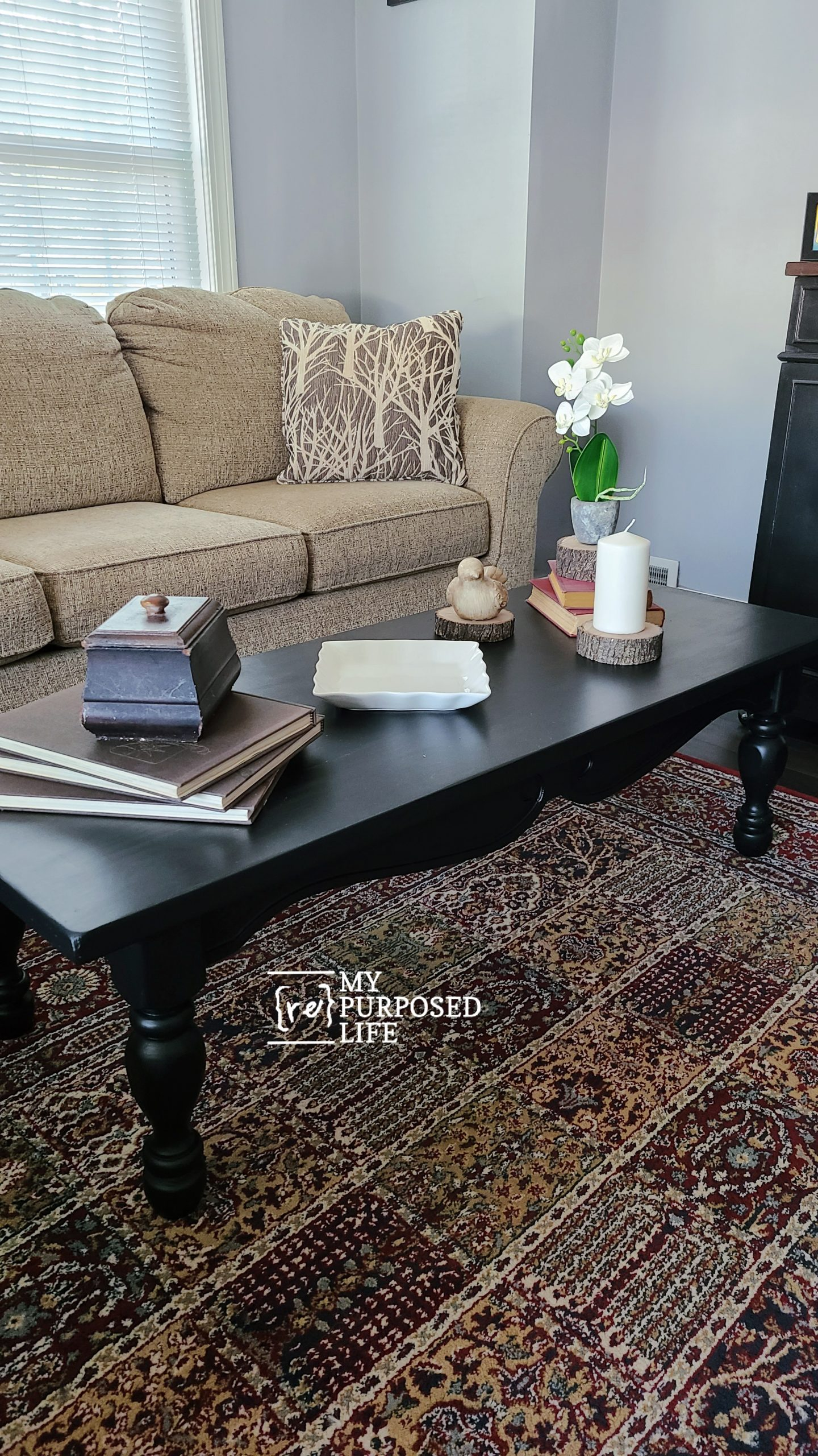 A thrift store coffee table makeover tutorial that will shock you! Get the perfect black paint finish without a paint sprayer. #MyRepurposedLife #repurposed #refurbished #thriftstore #coffeetable via @repurposedlife