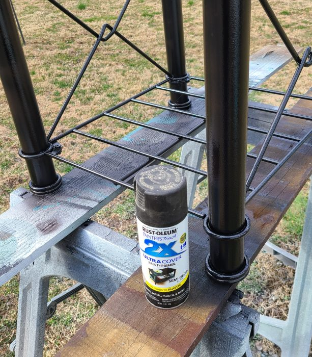 paint an upcycled metal table frame