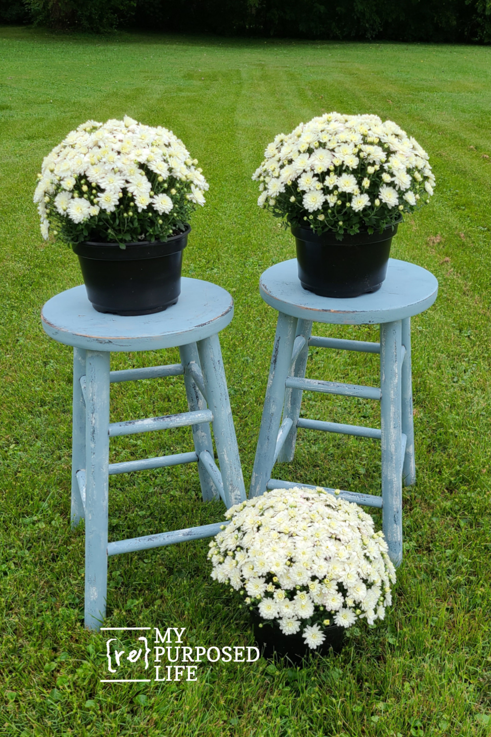 A thrift store bar stool makeover project you can do in an afternoon. Specific steps to follow for the very best outcome quickly. #MyRepurposedLife #repurposed #thriftstore #barstool #makeover #diy #easy via @repurposedlife